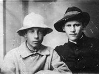 Г.Городник (слева) и Валериан А. Языков. Кострома, лето 1917 года